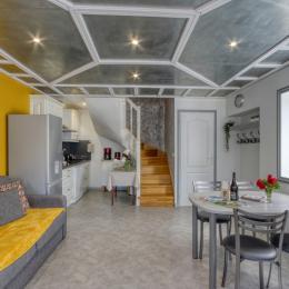 Espace cuisine, nouveauté 2018 : 1 grand réfrigérateur avec congélateur - Location de vacances - Volvic