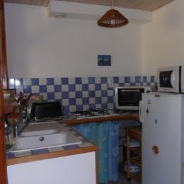 Le coin cuisine - Location de vacances - Gouttières
