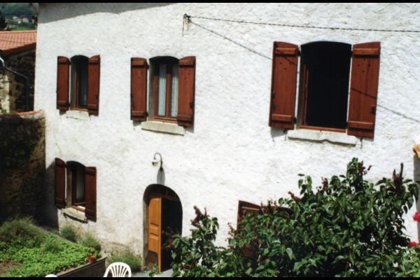 la façade du gîte et son jardin - Location de vacances - Saint-Vincent