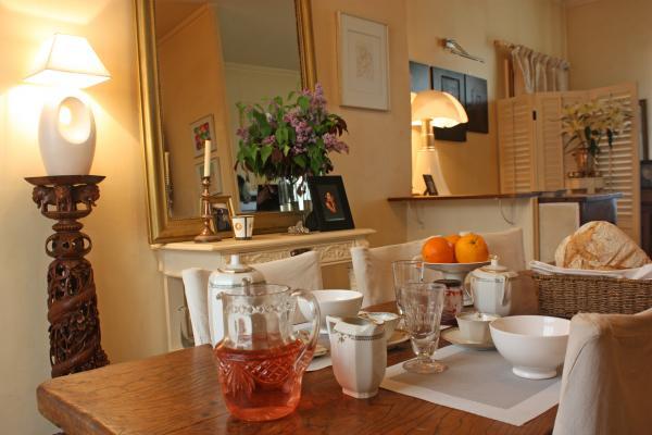 Petit déjeuner dans la salle à manger - Chambre d'hôtes - Royat