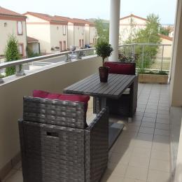 Terrasse avec Salon de jardin et mise à disposition de chaises longues - Appartement proche du centre ville d'Issoire en Auvergne - Location de vacances - Issoire