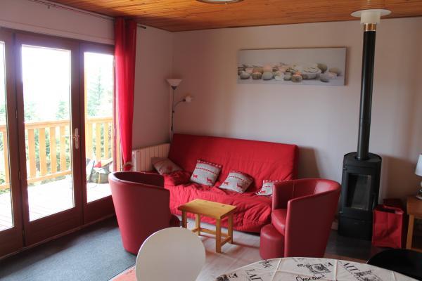 Le salon - Chalet indépendant 1100m d'altitude à 5km de La Bourboule - Location de vacances - Murat-le-Quaire