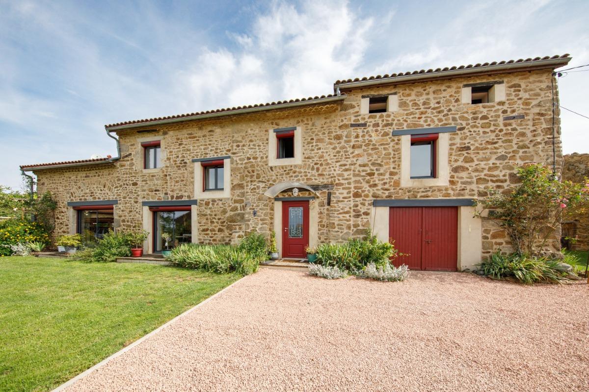 façade de la maison avec accès à la chambre d'hôtes - Chambre d'hôtes - Vernet-la-Varenne