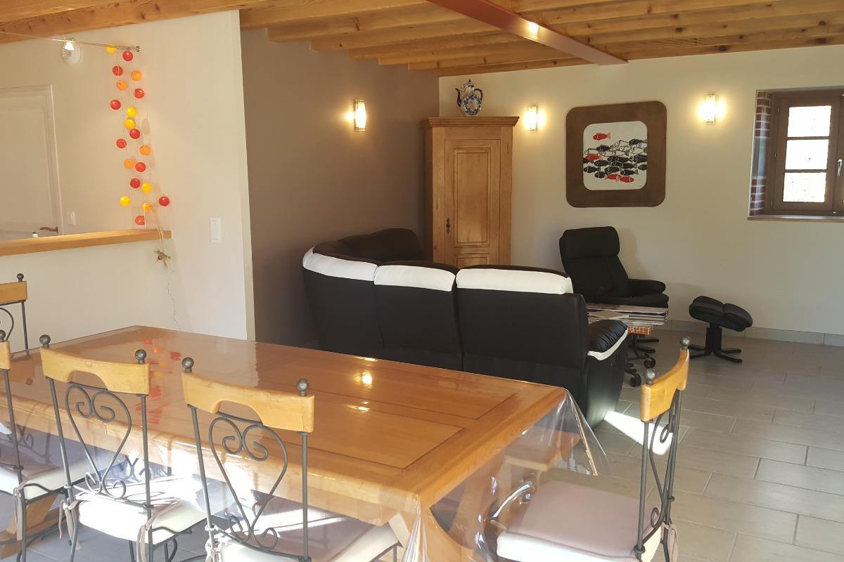 Salon salle à manger - Location de vacances - Loubeyrat