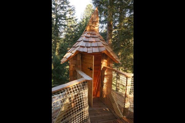 Tourelle de la cabane donnant sur une terrasse à 10m de haut - Chambre d'hôtes - La Tour-d'Auvergne