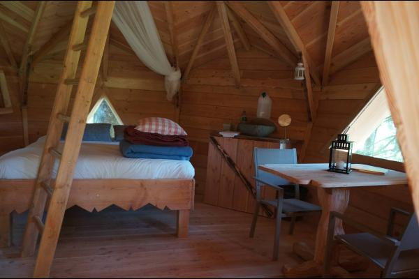 Intérieur spacieux, grand lit douillet... - Chambre d'hôtes - La Tour-d'Auvergne