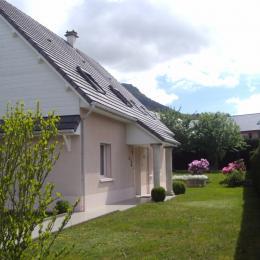 Entrée principale de la maison côté sud - Location de vacances - La Bourboule