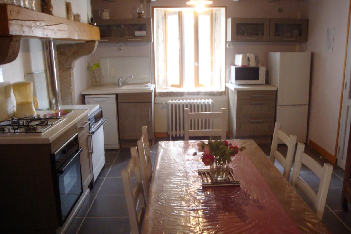 espace salon jardin et barbecue - Location de vacances - Vollore-Montagne
