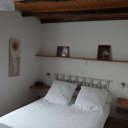 Chambre1 (1er étage) - Location de vacances - Pouzol
