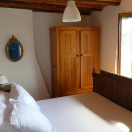 Chambre 2 (1er étage) - Location de vacances - Pouzol
