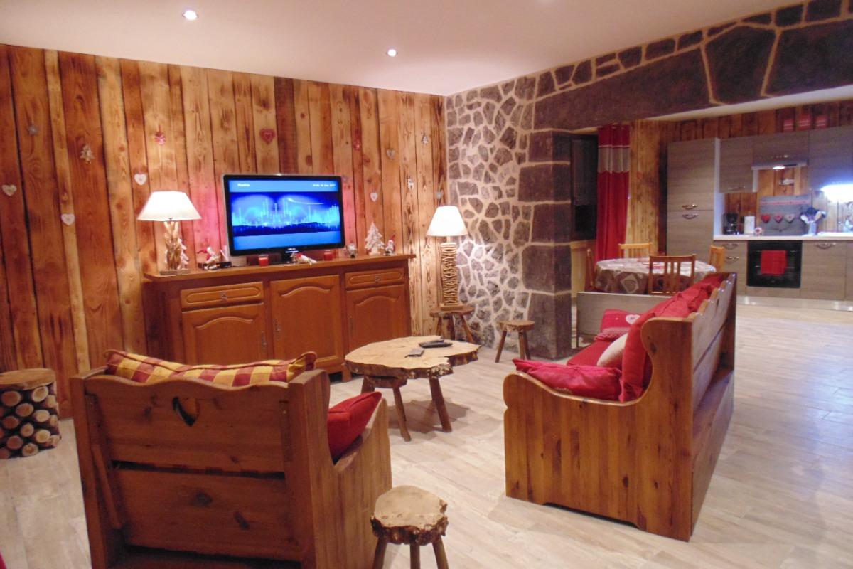 salon typiquement montagnard - Location de vacances - Saint-Nectaire