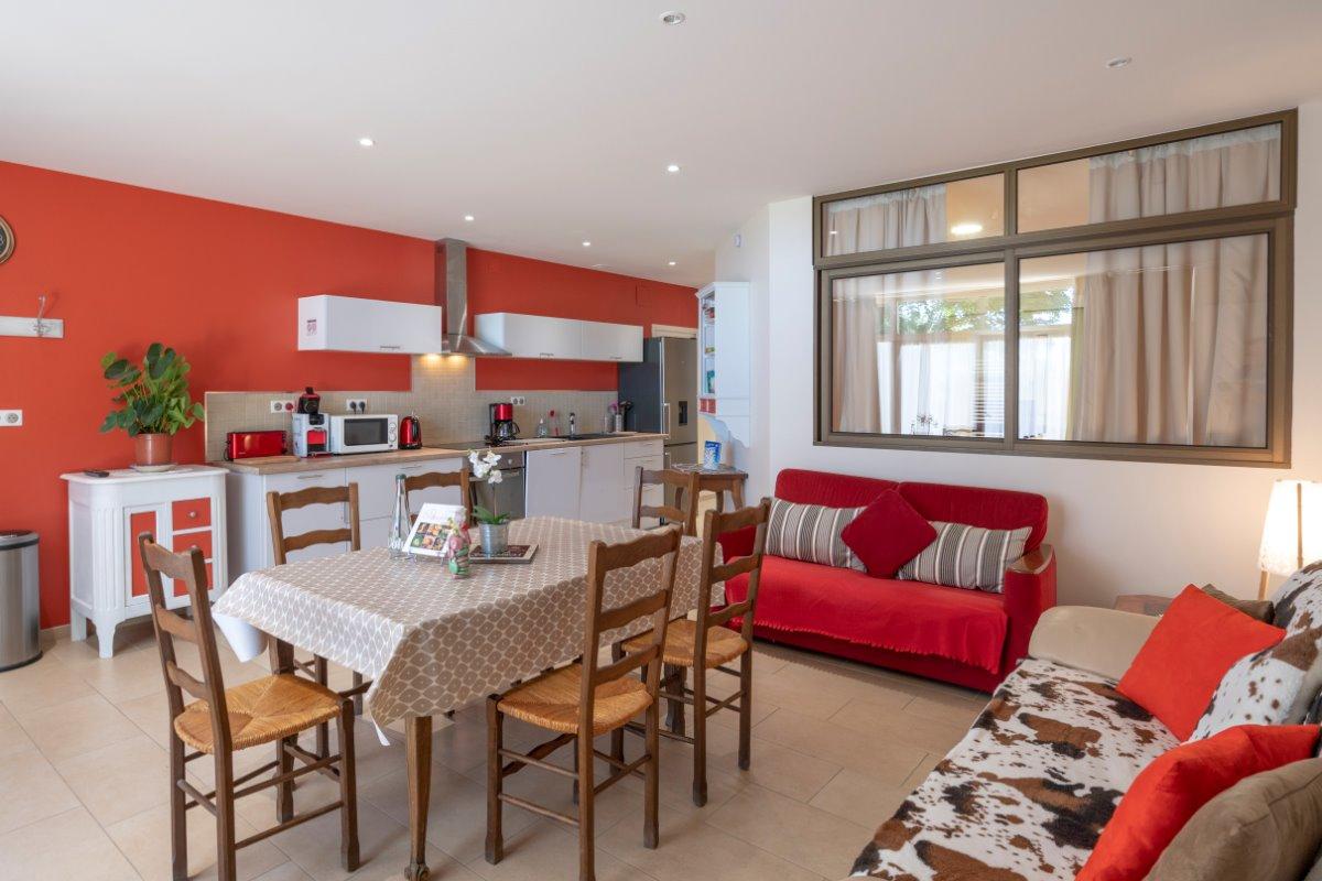 La pièce à vivre spacieuse et lumineuse - Location de vacances - Volvic