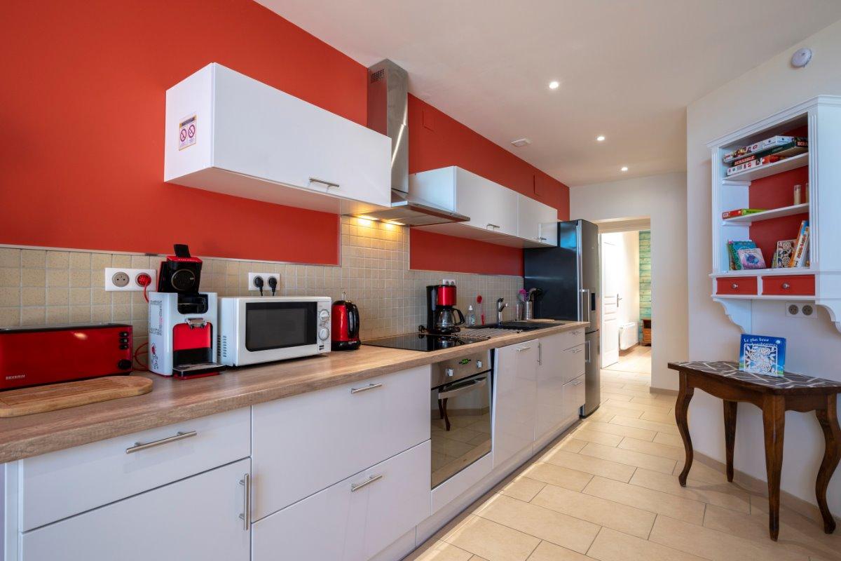 la cuisine équipée et fonctionnelle - Location de vacances - Volvic