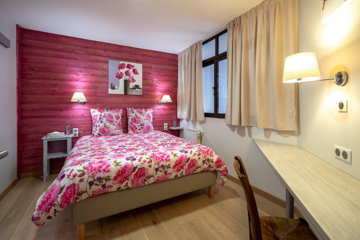 Chambre 1 (literie 160X200) - Location de vacances - Volvic