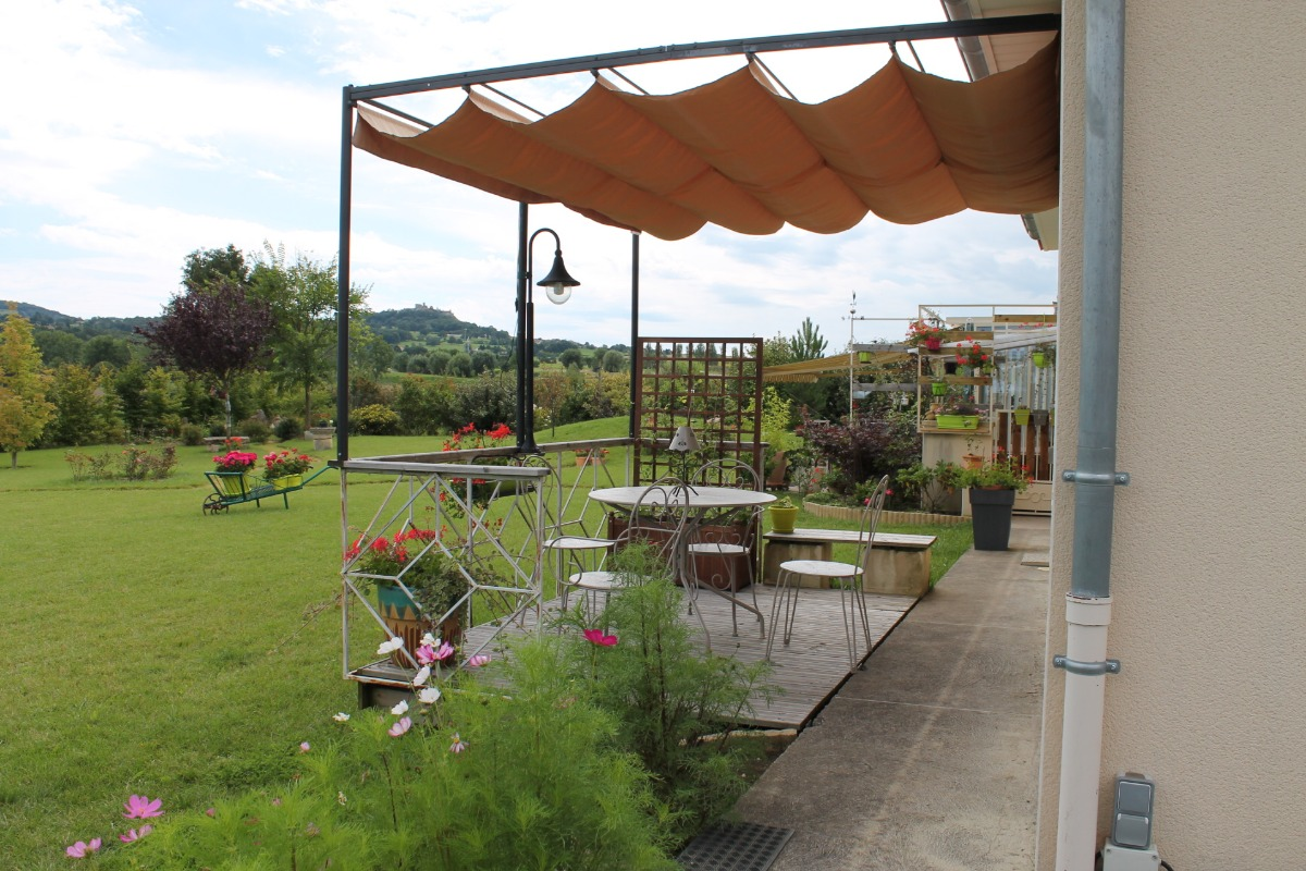 La terrasse avec vue le château de Montmorin - Location de vacances - Billom