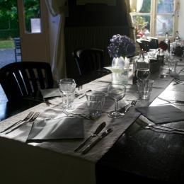 Table d'hotes - Chambre d'hôtes - Dore-l'Église
