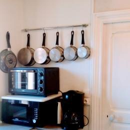 Fours et matériel de cuisine pour des repas réussis. - Location de vacances - Aydat