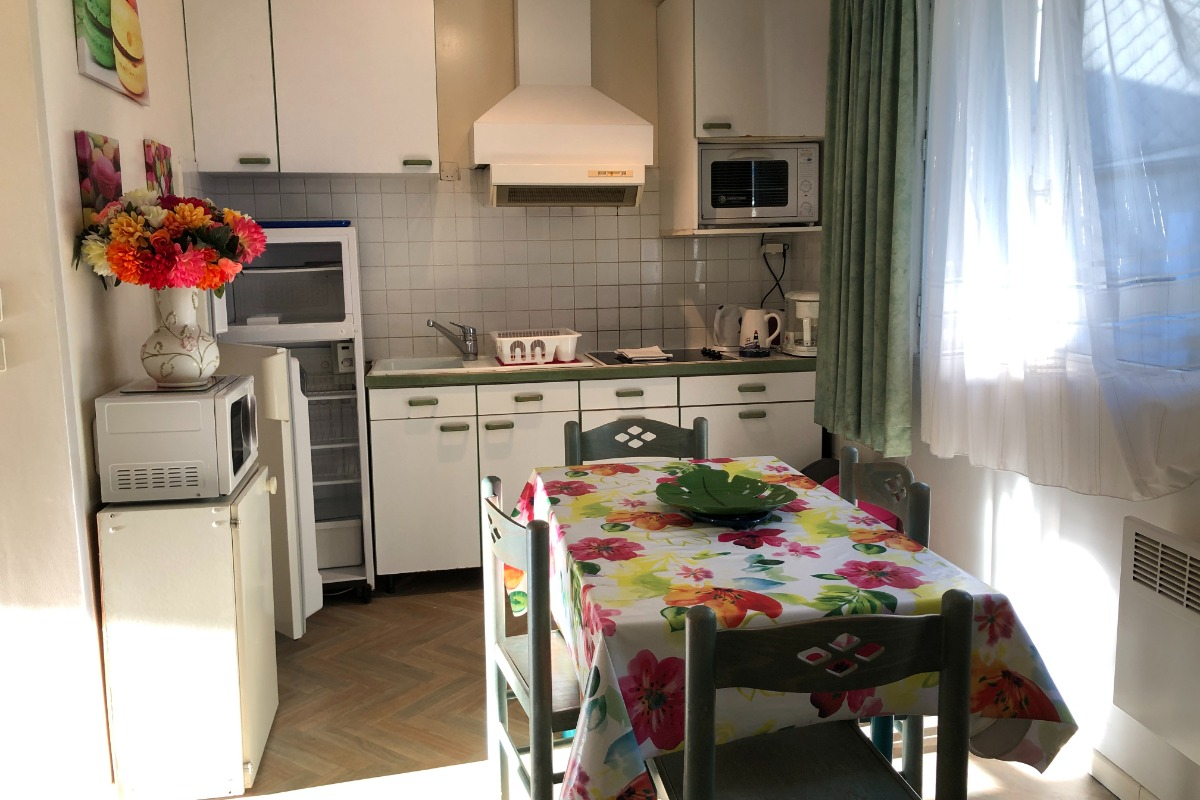 cuisine séparée et pratique d'accès + tout le moblilier utile - Location de vacances - Mont-Dore