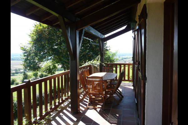 location de vacances situ e sur la butte de montgacon vue panoramique proximit de vichy riom. Black Bedroom Furniture Sets. Home Design Ideas