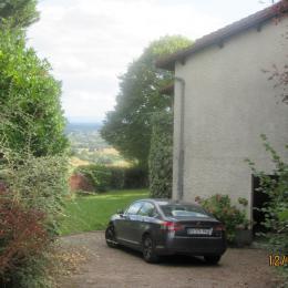 Stationnement, garage et sous-sol. - Location de vacances - Luzillat