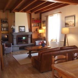 La grande chambre 'Corail' au calme au bout du couloir avec lit en 160*200 - Location de vacances - Orcines