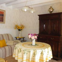 sejour-salle à manger - Gîte situé dans le Parc Naturel Régional des Volcans d'Auvergne - Location de vacances - Saint-Nectaire
