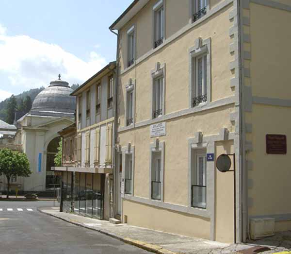 Près des Grands Thermes - Appartement au 1er étage d'une petite résidence située dans le centre-ville de La Bourboule - Location de vacances - La Bourboule