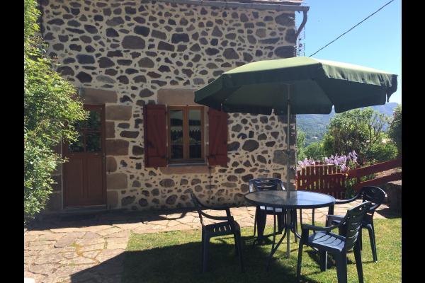 façade - Gîte à 3km de La Bourboule vue privilégiée sur la vallée de la Dordogne - Location de vacances - Saint-Sauves-d'Auvergne