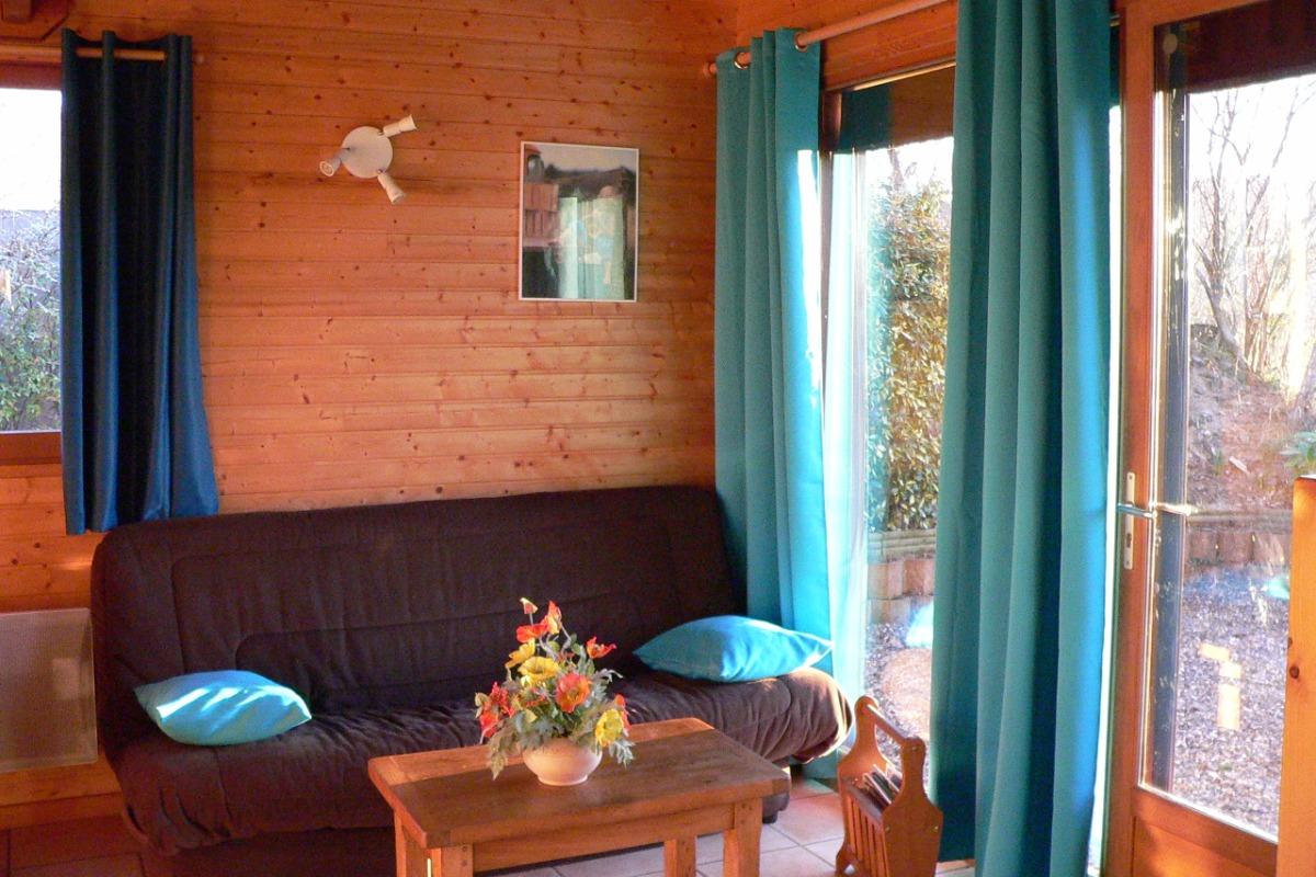 Salon Pinson - Chalet capacité 6 personnes à St Floret village de caractère en Auvergne - Location de vacances - Saint-Floret
