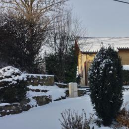 Chalet Pinson sous la neige - Chalet capacité 6 personnes à St Floret village de caractère en Auvergne - Location de vacances - Saint-Floret