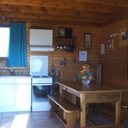 cuisine - Chalet capacité 6 personnes à St Floret village de caractère en Auvergne - Location de vacances - Saint-Floret