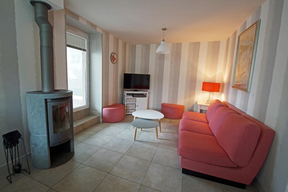 salon ouvrant sur terrasse couverte - Location de vacances - Charbonnières-les-Vieilles