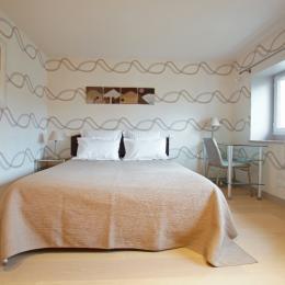 Chambre exposé sud, lit de 160 x 200 - Location de vacances - Charbonnières-les-Vieilles