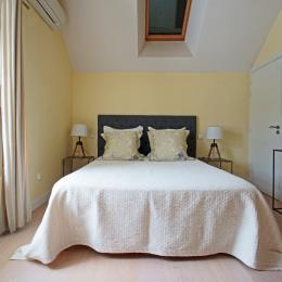 Chambre exposé Ouest, lit 160 x 200 - Location de vacances - Charbonnières-les-Vieilles