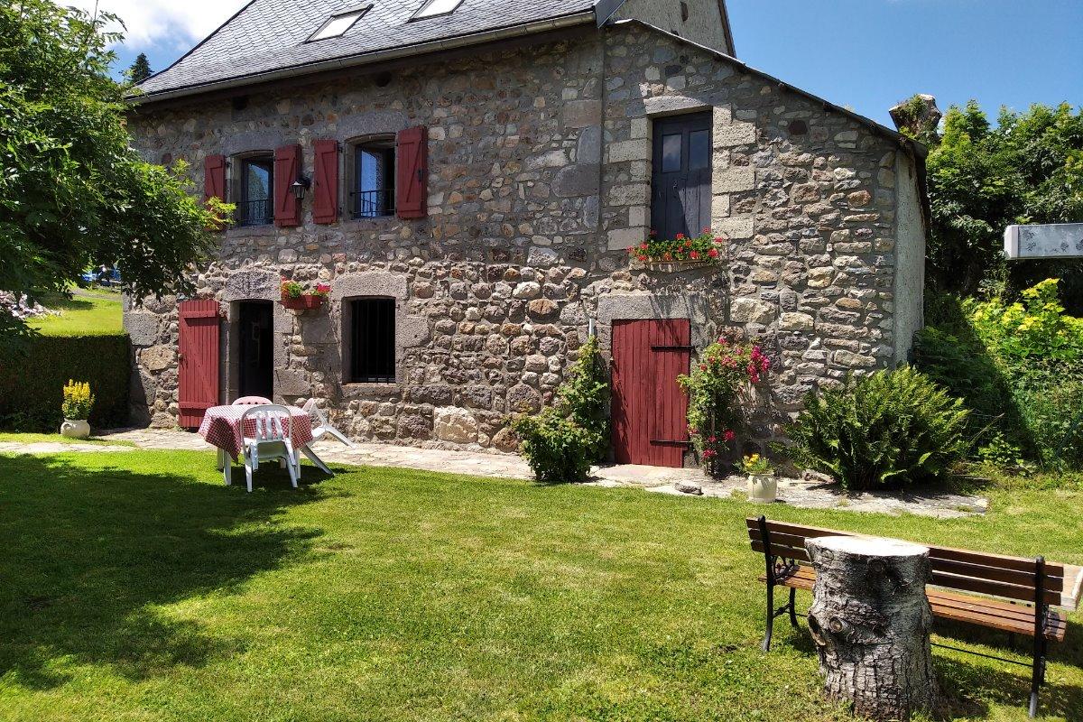 Jardin privatif - Location de vacances - Chambon-sur-Lac