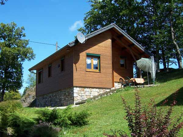 Chalet dans environnement privilégié (étang, ruisseau ) proche du massif duSancy (Auvergne) - Location de vacances - Saint-Genès-Champespe