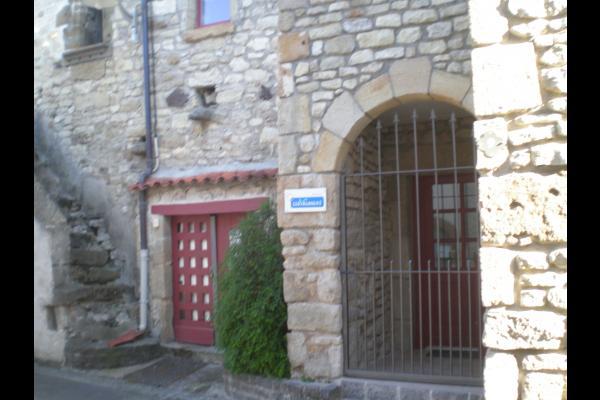 Maison de bourg de caractère construite dans les anciens remparts de la Sauvetat (Auvergne) - Location de vacances - La Sauvetat