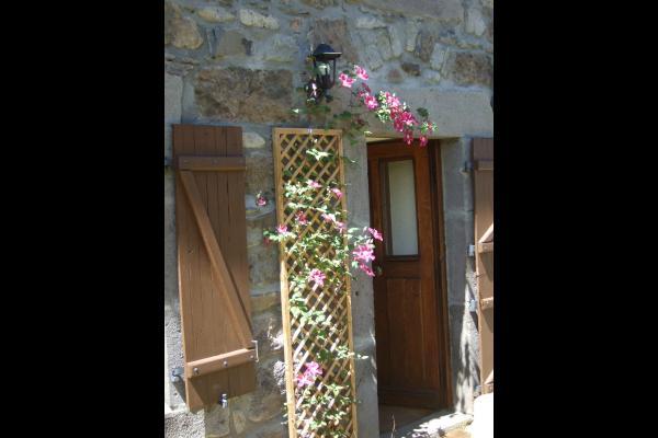 La clématite - Maison de caractère (140 m 2) avec jardin clos et arboré au cœur du Parc des Volcans. - Location de vacances - Saint-Victor-la-Rivière