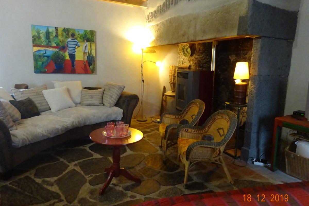 Le salon - Location de vacances - Tourzel-Ronzières