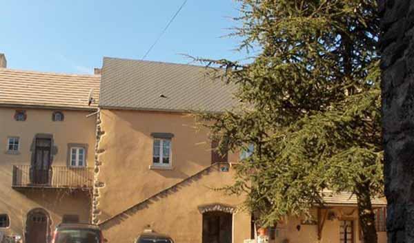 extérieur gite coté est - Location de vacances - Tourzel-Ronzières