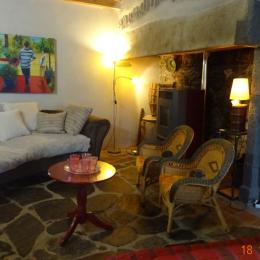 salon - Location de vacances - Tourzel-Ronzières