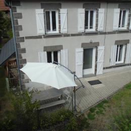 façade sud deuxieme terrasse  coin barbecue - Location de vacances - Chapdes-Beaufort