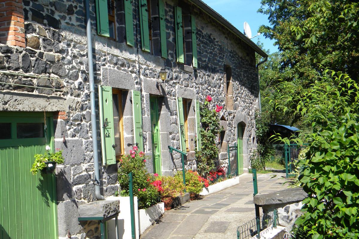 Façade principale avec cour fermée - Location de vacances - Gelles
