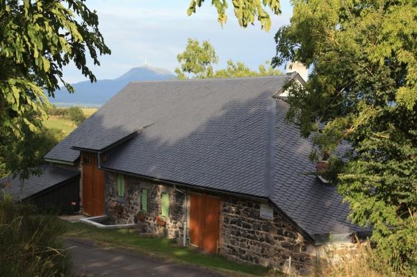 Façade arrière avec vue sur le Puy de Dôme - Location de vacances - Gelles