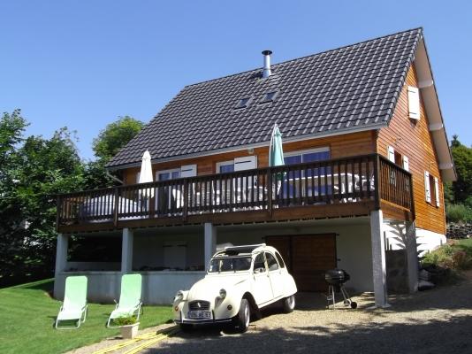 le chalet - Chalet avec terrain de 3000m² 14 km de Vulcania et 27 km de Clermont-Ferrand - Location de vacances - Chapdes-Beaufort