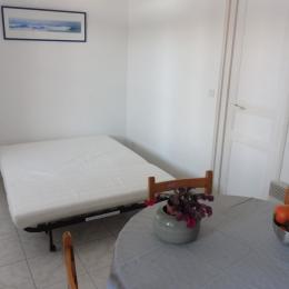 Salon avec le canapé position lit - Location de vacances - Ciboure