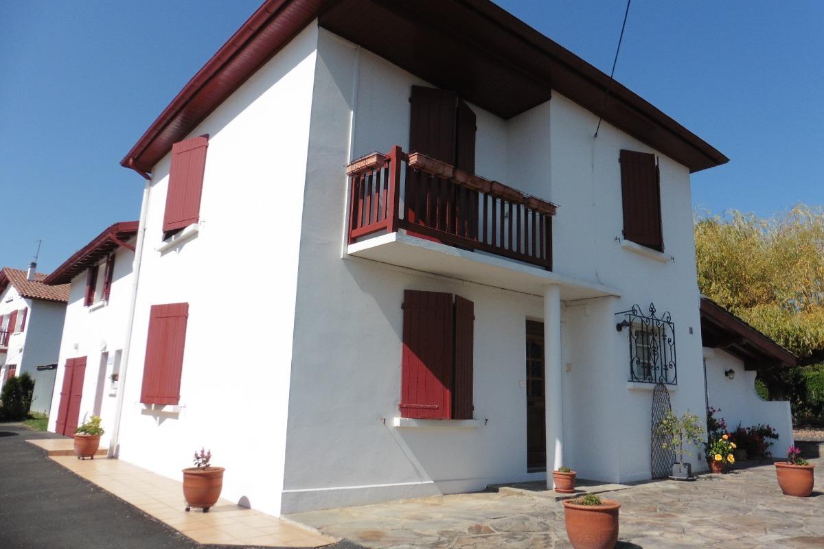 Location appartement dans maison de vacances au Pays Basque - Location de vacances - Saint-Pée-sur-Nivelle