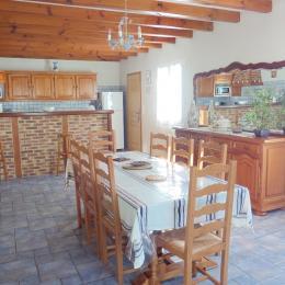 séjour et cuisine américaine - Location de vacances - Saint-Pée-sur-Nivelle