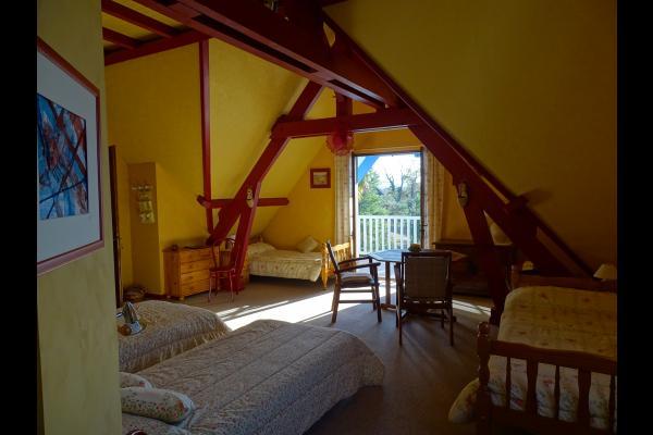 ARAGON - grande chambre de 36m² et balcon de 12m². 4 lits de 90x200 - Dressing - Climatisation - Chambre d'hôtes - Saint-Faust