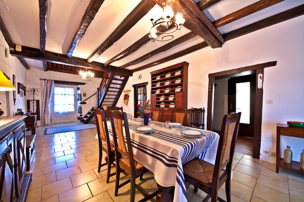 Salle de séjour  - Location de vacances - Amendeuix-Oneix
